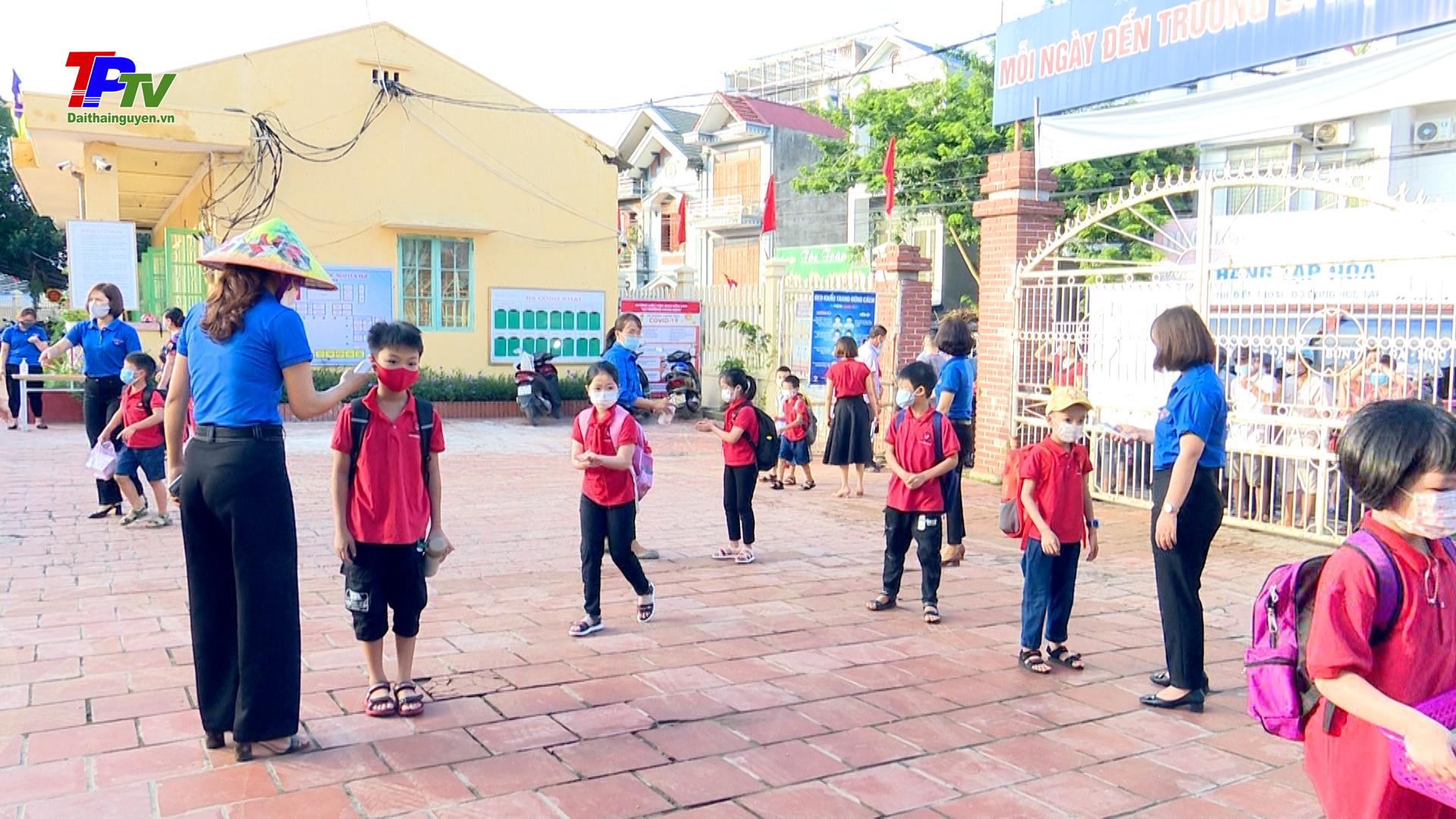 Thành phố Thái Nguyên: Không khí ngày đầu tiên học sinh đi học trở lại sau đợt nghỉ phòng, chống dịch.
