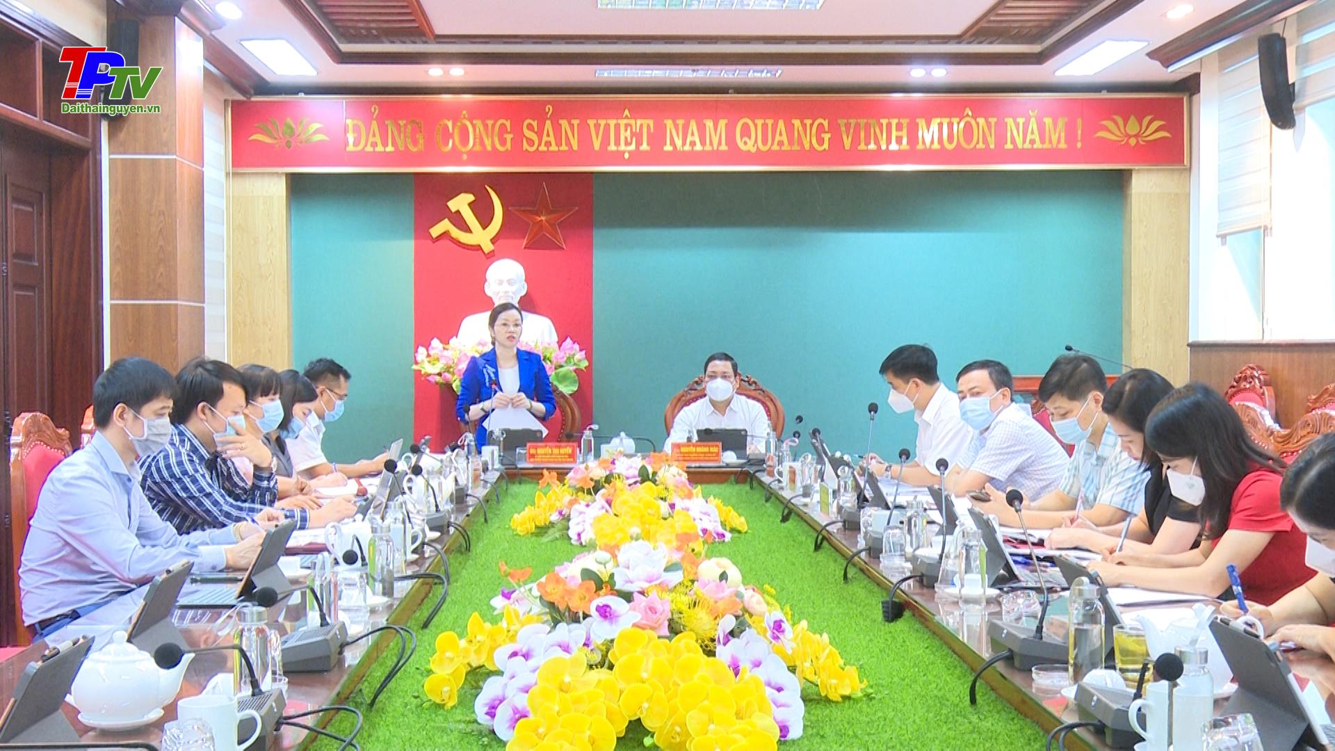 Thành ủy Thái Nguyên làm việc với Trường Chính trị tỉnh Thái Nguyên về công tác đào tạo, bồi dưỡng cán bộ.