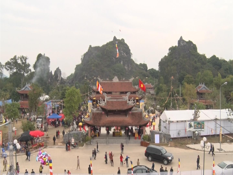 Lễ hội Chùa Hang, huyện Đồng Hỷ.